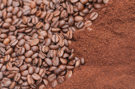 Coffee beans and coffee side by side - in closeup and landscape format; Striking background with space for text; Cash crop; Raw material for important hot beverage Standard-Bild