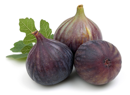 Fresh purple fig fruits with leaf isolated on white background Stockfoto
