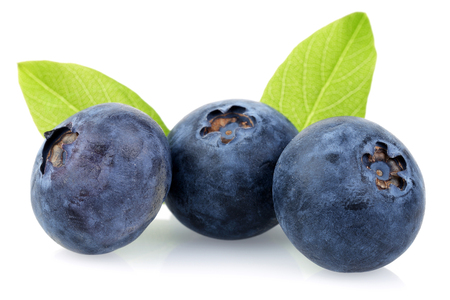 Fresh blueberries with leaves isolated on white background Banque d'images