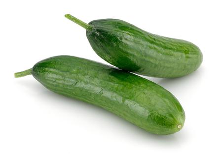 Verse komkommers geïsoleerd op witte achtergrond Stockfoto