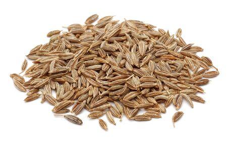 Kupa nasion kminku na białym tle