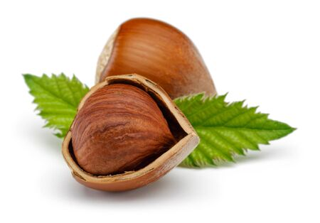 Hazelnuts and leaves isolated on white background Stok Fotoğraf - 128992470