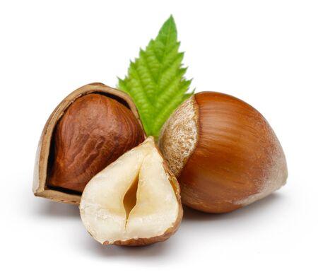 Hazelnuts and leaf isolated on white background Stok Fotoğraf - 128992472