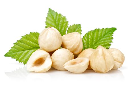 Hazelnuts and leaves isolated on white background Stok Fotoğraf - 128992531