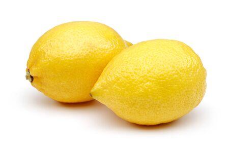 Fruits de citron frais isolés sur fond blanc