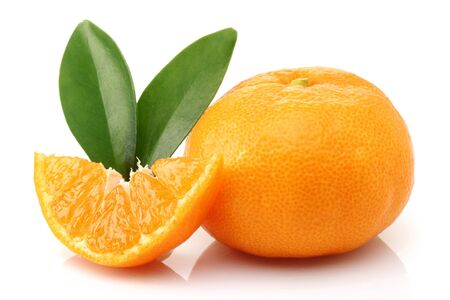 Fresh tangerine with leaf and slice isolated on white background Stok Fotoğraf - 128993859
