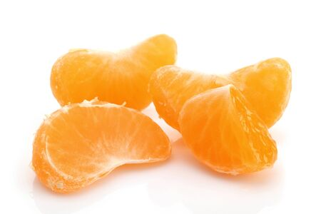 Fresh peeled tangerine slices isolated on white background Stok Fotoğraf - 128993900