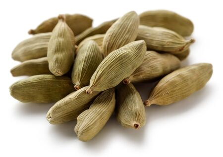 Heap of Cardamom pods isolated on white background Stok Fotoğraf - 130087949