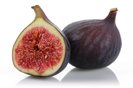 Fresh purple fig fruits isolated on white background Stok Fotoğraf - 129944402