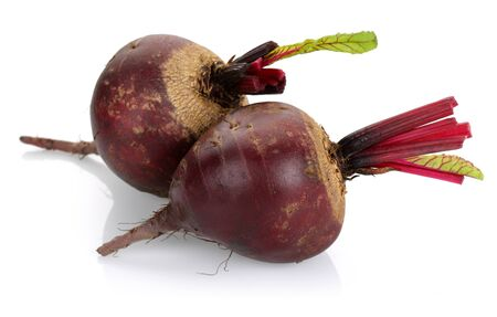 Fresh red beets isolated on white background Stok Fotoğraf - 129944408