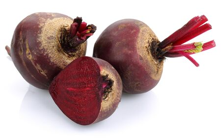 Fresh red beets isolated on white background Stok Fotoğraf - 130426340