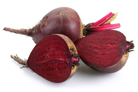 Fresh red beets isolated on white background Stok Fotoğraf - 130426338