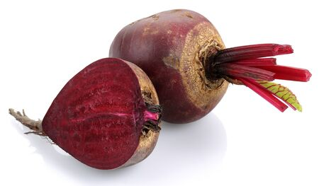 Fresh red beets isolated on white background Stok Fotoğraf - 130426339