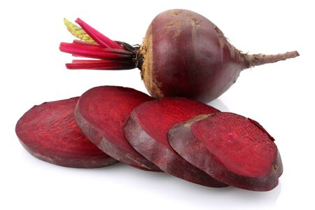 Fresh red beets isolated on white background Stok Fotoğraf - 130426342