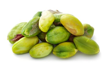 Heap of peeled pistachio nuts isolated on white background 版權商用圖片 - 141222909