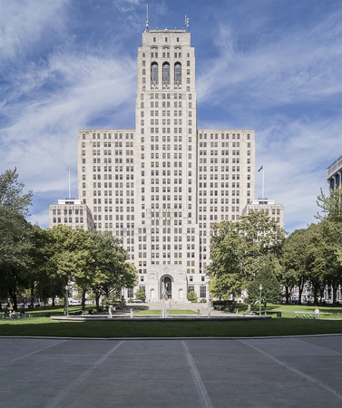 ALBANY, NEW YORK - SEPTEMBER 27, 2018: Full View of The New York State Division of Criminal Capitol Building from West Capitol Park in Albany, home of the New York State Assembly. Redakční