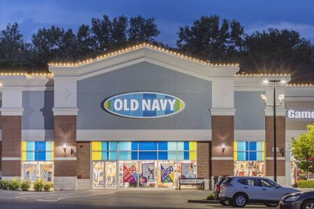 NEW HARTFORD, NEW YORK - AUG 16, 2019: Old Navy store exterior. Old Navy is a clothing and accessories retailer owned by American multinational corporation Gap Inc. Stockfoto