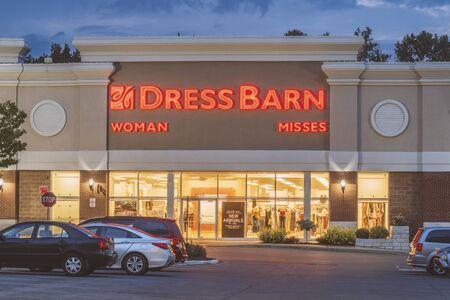 NEW HARTFORD, NEW YORK - AUG 16, 2019: Dress Barn, a subsidiary of Ascena Retail Group, is a retailer of women's clothing. Redakční