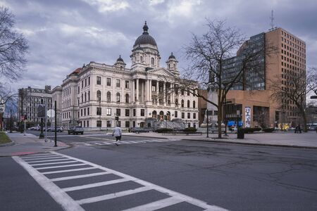 SYRACUSE, NY - JAN 14, 2020: Wide Street View of the Onondaga Supreme and County Courts House & the Oncenter Civic Center Theaters in Background in Syracuse, New York. Redakční