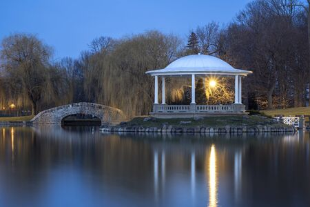 Night Closeup View of Hiawatha Lake Footbridge and Gazebo in Onondaga Park, Known Locally as Central Park in Syracuse, New York - One of the Most Visited Travel Destinations in Upstate New York. Reklamní fotografie