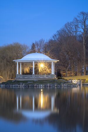 Night Closeup View of Hiawatha Lake Gazebo in Onondaga Park, Known Locally as Central Park in Syracuse, New York - One of the Most Visited Travel Destinations in Upstate New York. Reklamní fotografie
