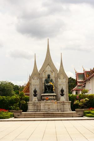 creator: Rey Monumento Tailandia es el creador bangkok