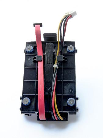 disco duro: Close Up SATA de disco duro, unidad de disco duro con el soporte y el cable aislado en el fondo blanco