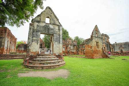 The ruined historical building Wichayen House in Lopburi Province, Thailand 版權商用圖片