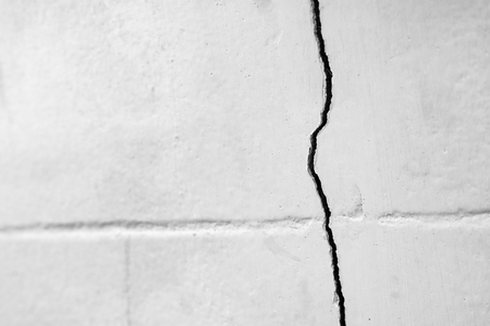 Home problem, building problem wall cracked need to repair.