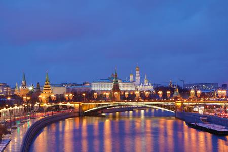 Kremlin de Moscou et pont Bolchoï Kamenny