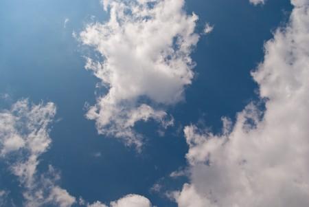 wonderfull: un cielo maravilloso con nublados en verano  Foto de archivo