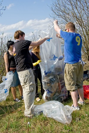 tonnes: 3rd of May 2008  Big Clean-Up Day in Estonia; campaign Teeme ra (Lets Do It), which aimed to collect up to 10,000 tonnes of rubbish from nature; about 50 000 volunteers participating