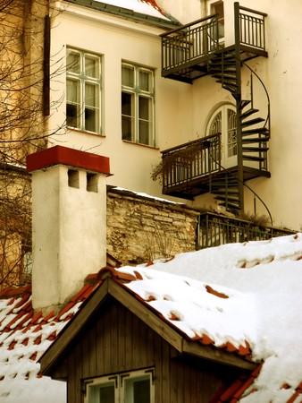 backstairs: Vista urbano: accogliente cortile invernale