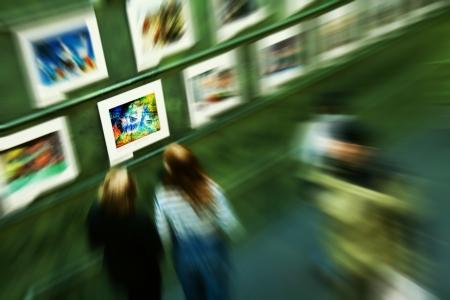 bewonderen: Abstract zoom image mensen een bezoek aan de kunst museum met een foto stoppen