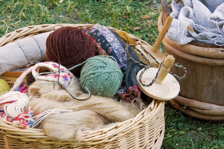 crafting: Cestas de madera con hilados y otros art�culos de artesan�a