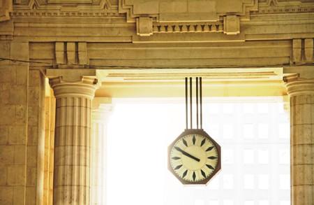 Orologio della stazione centrale di Milano, Italia Archivio Fotografico - 7435914