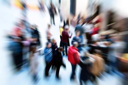 folla: Immagine di un gruppo di persone con effetto zoom