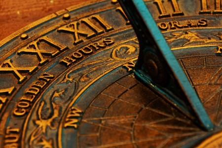 sonnenuhr: Informationen �ber die Oberfl�che des alten Sonnenuhr