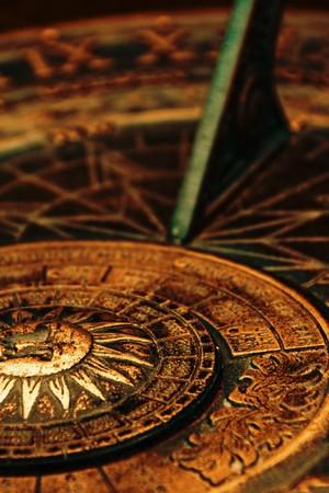 sonnenuhr: Details der Oberfl�che des alten Sonnenuhr