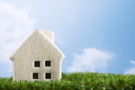 Little house on green grass with blue sky background,feel fresh and happy to living Stockfoto