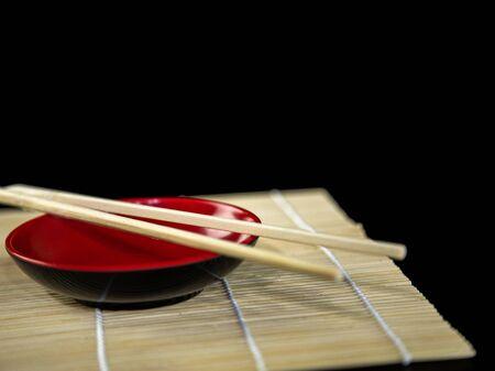 Japanese chopsticks on soy dish. Hashi with white background Stockfoto