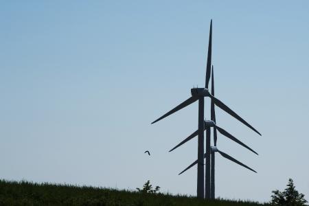 Three windturbines in syncronized rotation Stock Photo - 13900637