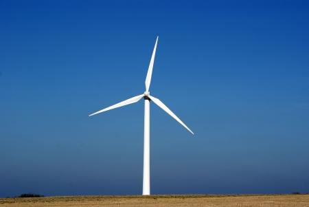 yel değirmenleri: Windturbine, alternatif enerji. Danimarka.