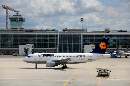 Lufthansa, Airbus 319-100 in Munich Airport  European regional hub