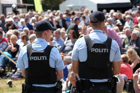 bulletproof: Danish police with bulletproof safety vests