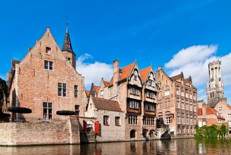 벨기에. 브뤼헤, 옛 마을. 제방의보기.
