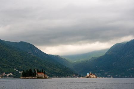 benedictine: Monasterio benedictino en la isla en Perast, Montenegro. Foto de archivo