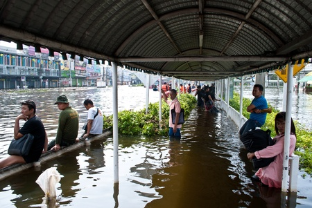 The people wait the bus ,Bangkok Flooding  Stock Photo - 11117269