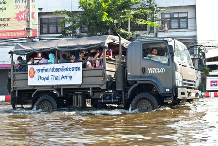 Thai army help the people,Bangkok Flooding 2011