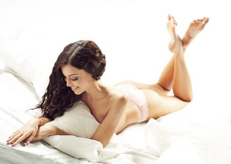 sexy füsse: Dunkelhaarige Dame mit fabelhaften Körper
